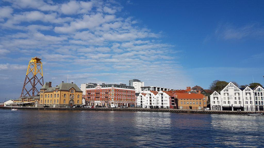 Prístav s hotelom v pozadí, Stavanger