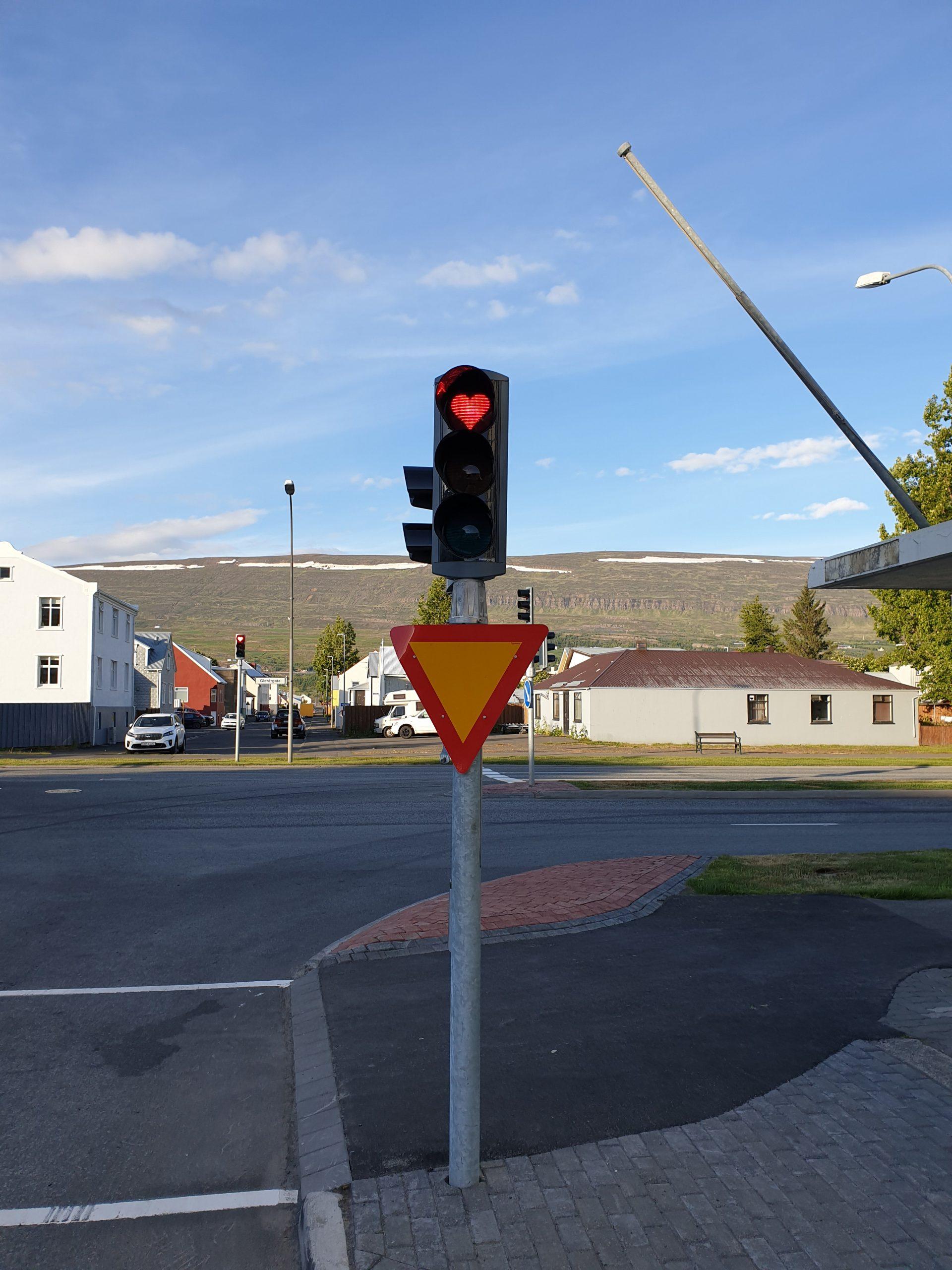 v Akureyri semafory šíria lásku