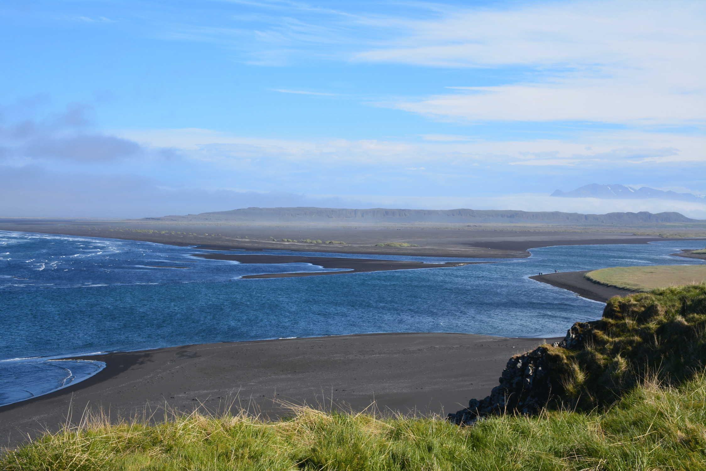 rozľahlé pláže pri jazere Sigríðarstaðavatn