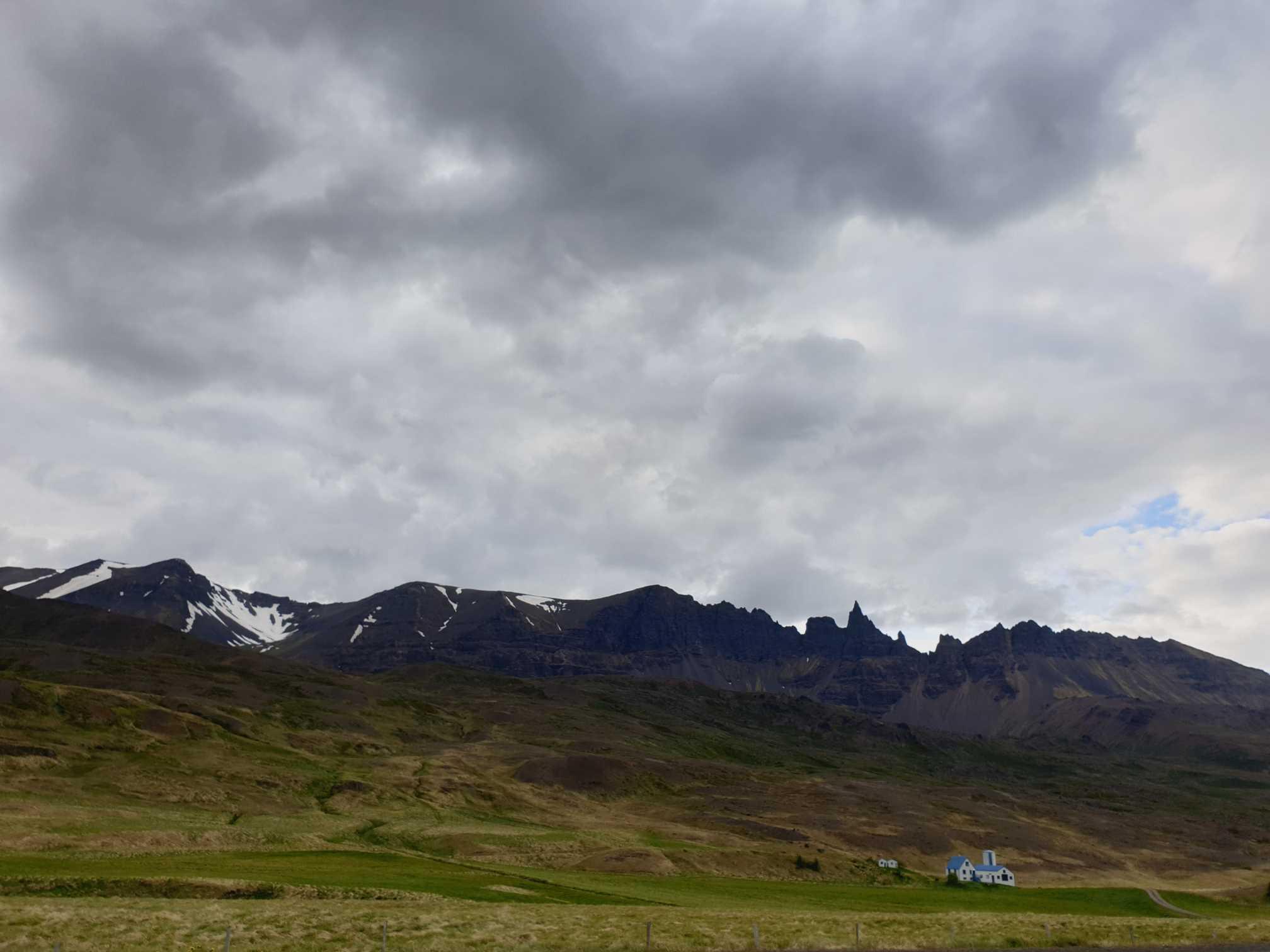 samota niekde na ceste do mesta Akureyri