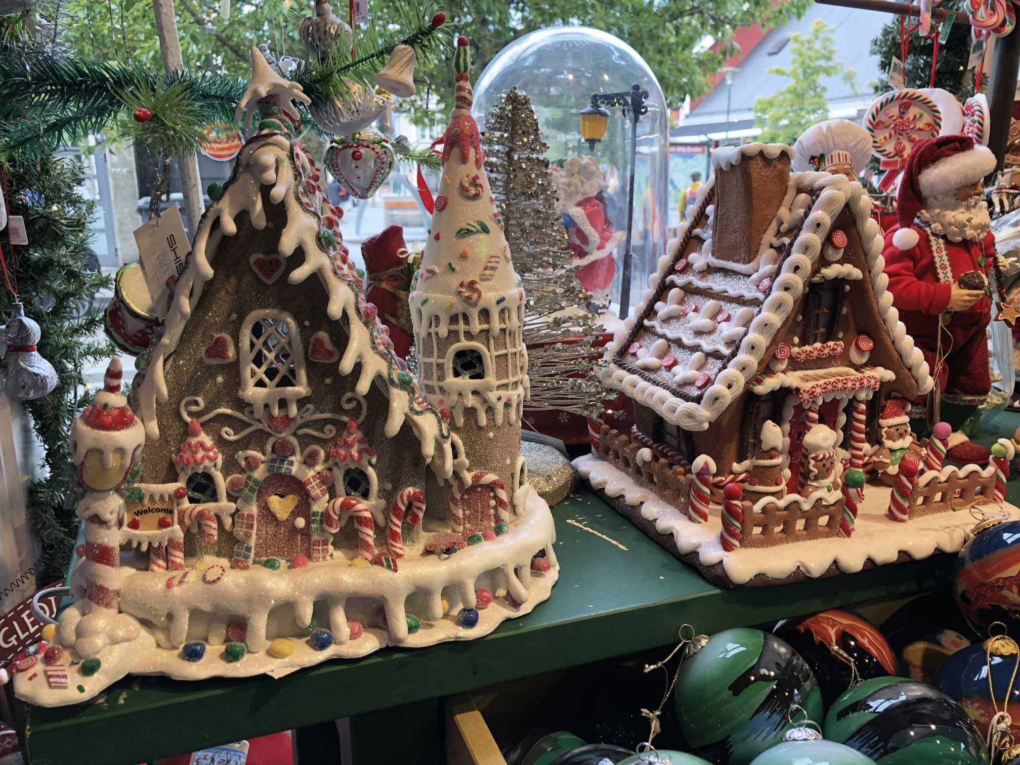 Obchod s vianočnými ozdobami